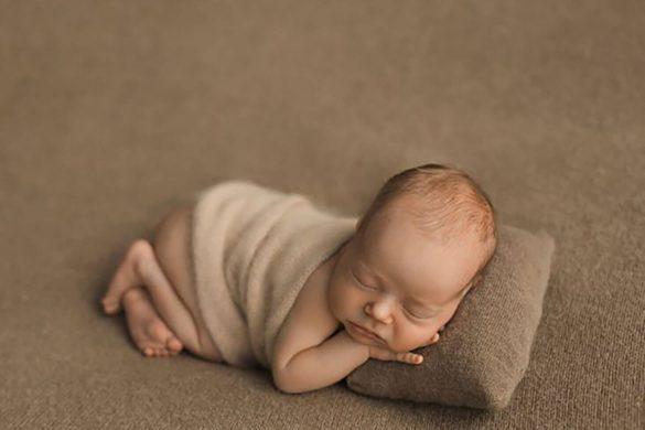 16. Newborn Pillow Prop2